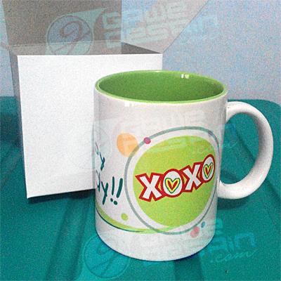 Mug Suvenir Happy Xoxo / Desain&Cetak